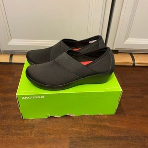 New Crocs busy day asym wedge size 6